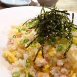 72703654 - ◆ガーリック炒飯(580円)・パラパラ仕上げでガーリックが効いたお味も好み。