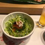 阿津満 - めかぶと海鮮のサラダ。たくさんかき回すように言われます笑