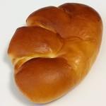 ロイズ - 料理写真:クリームパン(162円)