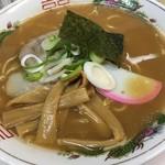 本場旭川ラーメン - 料理写真:いでたちがレトロで立派な醤油ラーメン、素敵