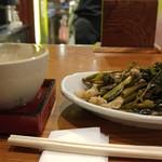 蔵元 豊祝 - 「空芯菜と豚炒め」250円。実山椒が効いてマス♪