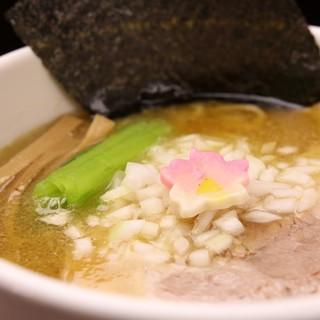 鶏白湯醤油ラーメン