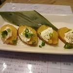 鈴徳 - いぶりがっこのクリームチーズのせ 380円