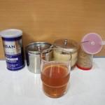 龍源  - ドリンク写真:調味料&黒烏龍茶
