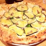 72728549 - 茄子とアンチョビのピザ