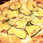 72728553 - 茄子とアンチョビのピザ