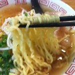 中華そば専門店 丸忠商店 - 醤油ラーメンの麺