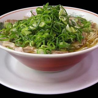 新立麺館 - 料理写真:当店の一番基本となる昔ながらの京都の醤油スープのあっさりとしたラーメンです。