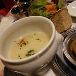 72731152 - スープ、サラダ、小さいパン