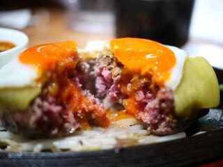 ミート矢澤 - デミグラスチーズハンバーグ L size 目玉焼きトッピング