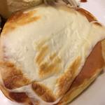 カフェ アクイーユ - トリプルチーズのアップ