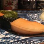 大益 - 白子筍はほんのりと甘くえぐみは皆無。極めて綺麗な味わい。上の木の芽?味噌の強い甘みと酢飯は必要かは疑問だが筍の質が素晴らしい。白子筍の中でもかなり良質な部類。
