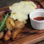 72739066 - 「ハラミの炙り焼き(100g)のラクレットチーズがけ」