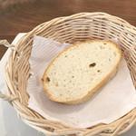 トラットリア オットブラータ - ランチの自家製パン
