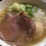 牛骨らぁ麺マタドール - 贅沢焼牛塩らぁ麺 味玉入り ¥1050