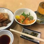 大はし - 煮込み豆腐入り¥320、 青柳刺し¥480、 焼酎梅割り¥250、 お通し 無料。