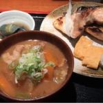 めしの助 - 日替わり焼魚定食(鮭かま塩焼き)