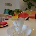 フルーツカフェ オレンジ - フルーツパフェ