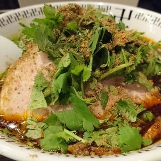 卍力 - 料理写真:スパイスパクチーラーメン+にんにく+半ライス+辛さ半増しスパイス増し 1170円