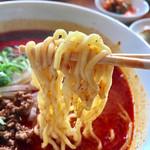 萬福食堂 - 赤丸タンタン麺 麺リフト