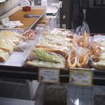 まるき製パン所 - 店頭