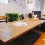 087cafe - テーブル席(大)