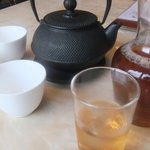 7276823 - 冷たいウーロン茶と暖かジャスミン茶