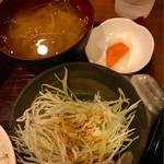 金太郎 - サラダ,味噌汁,漬物付き