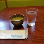 栄ごん - お茶とお水両方くださるのはありがたい