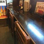 山神山人 - 今回初めて、入って右のカウンター席でいただきました、外が眺められます(2017.9.8)