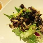 万さく - 豆腐と木のこのゴマドレサラダ