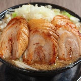 王道ワイルドラーメン!!肉3枚790円!