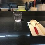 Japanese Soba Noodles 蔦 - 広いカウンター