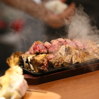 厚さ3cmのTボーンステーキを絶妙な焼き上がりでご提供♪