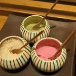 天ぷら 大坂屋 草哲 - 藻塩、桜塩、昆布塩