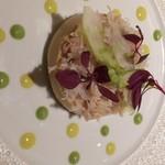 72772010 - 毛蟹とクルスタッセのロワイヤル グリーンアスパラガスのアイスクリーム «アルジャントゥイユ» ほのかに香るカレーとフレッシュハーブのソース