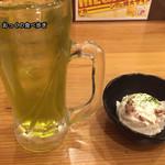 一軒め酒場 - 緑茶割りとアンチョビポテトサラダ