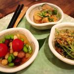 石塀小路 豆ちゃ - おばんざい3種盛り 京の味付け。優しい味です。