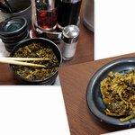 暖暮 - 卓上にはいろんな調味料に、無料のからし高菜。
