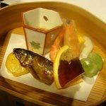 夢想庵 - 2011.03 八寸、子持ち鮎、空豆、煮こごりなど