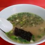 春陽軒 - スープ。ラーメンの麺なしですね。美味しいです。
