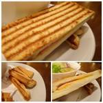 72783579 - *「バニーニ」は「ミート」「ツナエッグ」「ハムチーズ」から選べますので「ハムチーズ」を。 こんがりと焼かれ普通に美味しい。切り落とした耳も添えられていました。