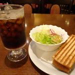 72783613 - ◆バニーニハーフ(540円)をチョイスし、ドリンクは「アイスコーヒー」を選びました。