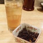 食彩 かどた - お茶と小鉢が付きます。