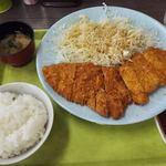 とんかつ大将 - 料理写真:『とんかつ(中)』880円を注文。 丼飯とお味噌汁が付いてます。