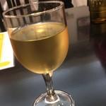 ハンバーグトレイン - グラスワインのグラスが…、少し寂しい…