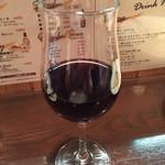 やっちゃbar - グラス赤ワイン ¥550