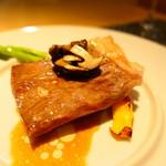 レストラン パティスリー ジェイエス - 飛騨牛のポワレ 干すラディッシュとソース