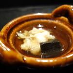 麻布十番松栄寿司 - 揚げた魚のお吸い物、きのこ