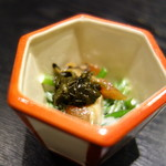 麻布十番松栄寿司 - にら、白身魚、葉唐辛子